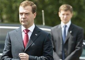 Медведев возложил цветы к могиле Ахмата Кадырова