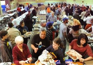 Американские эксперты выяснили, что заставляет людей переедать в ресторанах