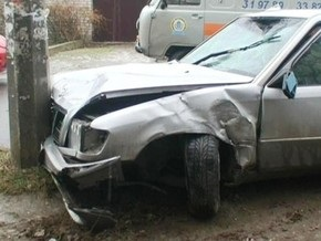 В Херсоне Mercedes сбил троих пешеходов