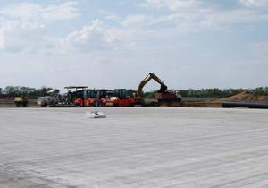 В аэропорту Донецка открыли взлетно-посадочную полосу. Власти называют ее одной из лучших в Европе