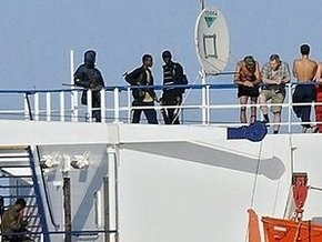 Сомалийские пираты получили 3,2 миллиона долларов за Фаину