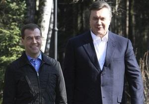 Украина завершит пересмотр газовых контрактов после встречи Януковича и Медведева