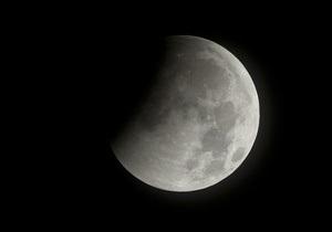 Новорожденная Луна обладала большими запасами воды - ученые