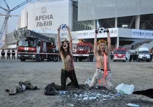 Активисток FEMEN задержали перед открытием Арены Львов