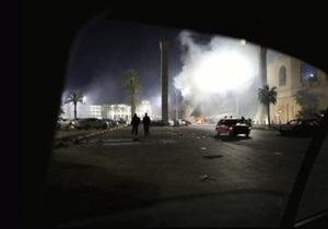 ВВС Ливии обстреляли окрестности города Рас-Лануф. Каддафи заявляет, что в стране все нормально