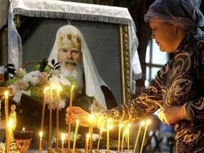 Тысячи людей приходят проститься с Патриархом Алексием II