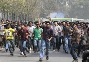 В столице Бангладеш массовые демонстрации переросли в столкновения с полицией