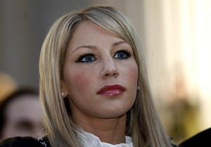 Звезда Playboy подала в суд на Оскара де ла Хойю за домогательства