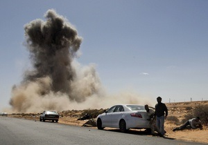 Войска Каддафи задействовали танки и авиацию для подавления восстания в Аль-Завие