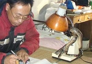 В Китае змея спасла семью от пожара
