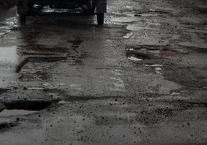 За год до президентских выборов Янукович хочет решить проблему жизненно важных дорог