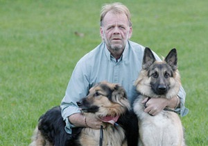 В Британии две немецкие овчарки спасли жизнь хозяину