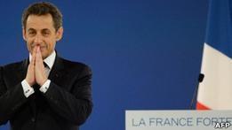 Саркози впервые опередил Олланда благодаря критике ЕС