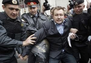 Московская милиция задержала активистов гей-движения, пытавшихся поздравить Лужкова с Днем рождения