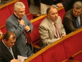 Рада повышает соцстандарты за счет высокопоставленных чиновников