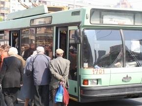 В Киеве водителей и кондукторов общественного транспорта обязали носить бейджи