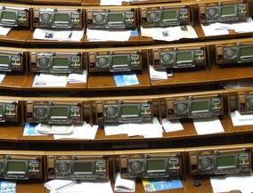 Ющенко ждет денег на выборы, депутаты требуют сначала указ