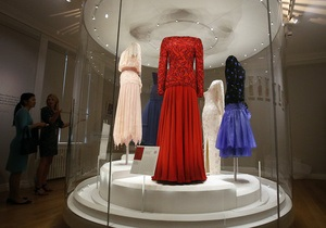 В Лондоне открылась выставка королевских нарядов