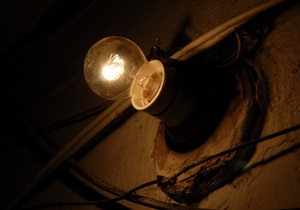 В Карпатах из-за падения срезанной ели на ЛЭП жители 40 сел остались без света