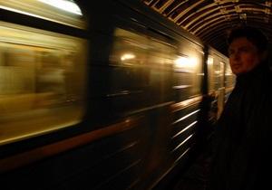 На красной ветке киевского метро произошла остановка поездов