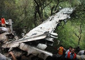На месте авиакатастрофы в Пакистане найдены черные ящики