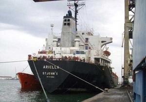 Впервые военный корабль  по горячим следам  отбил у пиратов судно