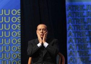 Берлускони приглашал на виллу стриптизерш, одетых в рясы
