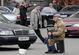 Исследование выявило, сколько украинцы готовы отдавать на милостыню
