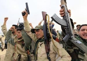 Бои в Ливии продолжаются: над Бенгази сбит военный самолет