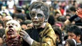 По улицам Мехико прошел рекордный парад зомби