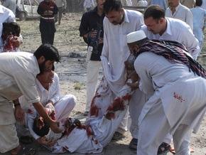 В результате теракта в Пешаваре погибли три человека
