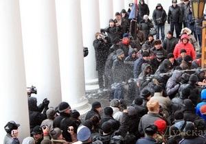 В Одессе  избили участницу митинга возле здания городского совета