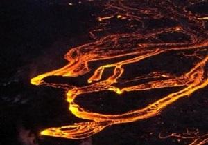 На Камчатке вулкан выбросил пепел  на высоту более шести километров