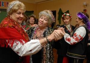 Янукович и Азаров поздравили украинцев с Днем людей преклонного возраста