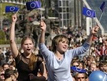 Большинство украинцев связывают свое будущее с Европой - опрос