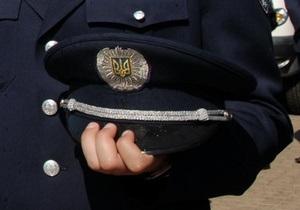 В Житомире неизвестные избили и ограбили милиционера