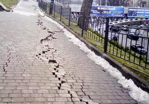 СМИ: В Киеве склон, на котором находится Октябрьский дворец, сползает на Майдан