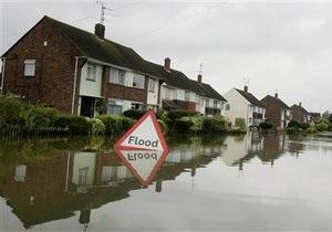 В Британии массово эвакуируют людей из-за угрозы наводнения