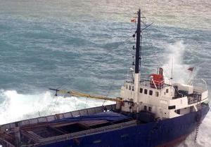 Сильный ветер перевернул два торговых судна и шесть лодок у побережья Китая