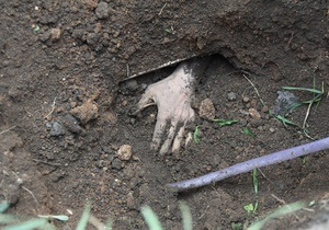Донецкий пенсионер похоронил себя заживо