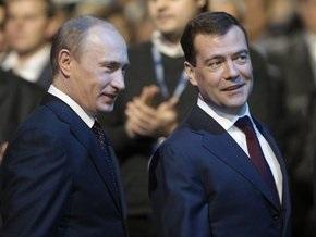 Медведев похвалил Путина за борьбу с кризисом