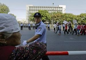 В Китае антияпонские демонстрации разгоняют водометами и слезоточивым газом