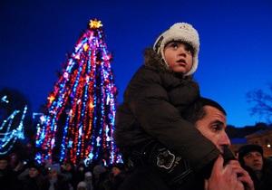 Во Львове зажгли новогоднюю елку
