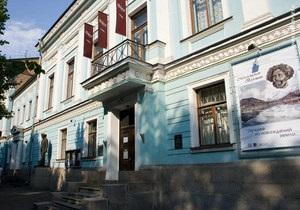 Янукович присвоил Киевскому музею русского искусства статус национального