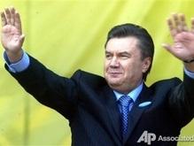 Янукович искупался в проруби. Не публично