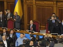 Оппозиция закрыла Яценюка в его кабинете