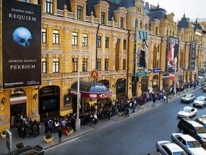 Чтобы попасть на Херста в PinchukArtCentre, люди выстаивали двухчасовую очередь
