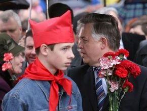 СПУ обвинила Симоненко в  прислуживании Тимошенко
