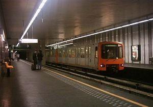В Брюсселе бомж развел костер посреди станции метро