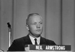 Астронавта Нила Армстронга похоронят в море